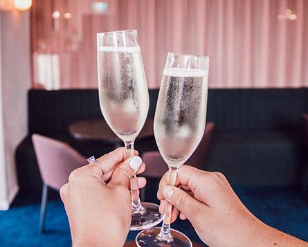 Palace Platinum champagne